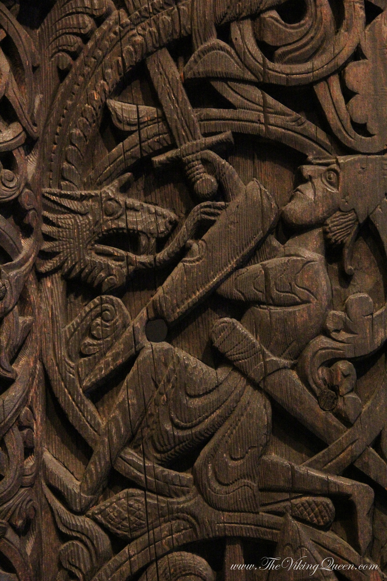 Wood carving thevikingqueen
